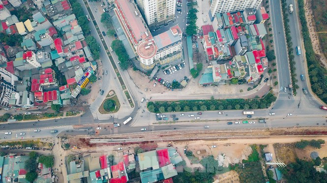 Cận cảnh thi công thay bờ đê đất bằng tường chắn, mở rộng đường Âu Cơ lên 4 làn xe - ảnh 11
