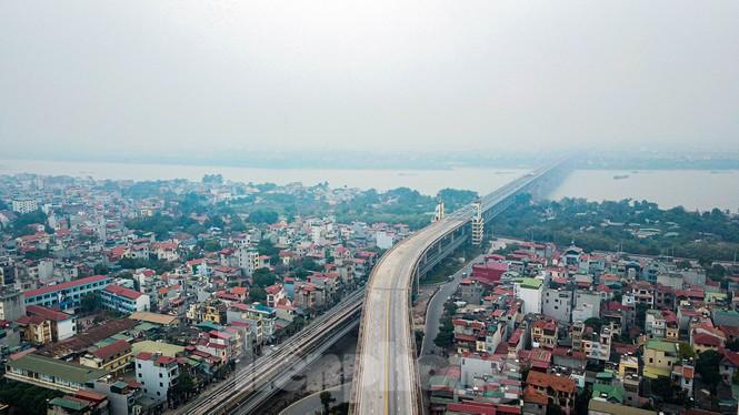 Hàng đoàn ô tô nối đuôi nhau lên cầu Thăng Long trong ngày thông cầu - ảnh 7