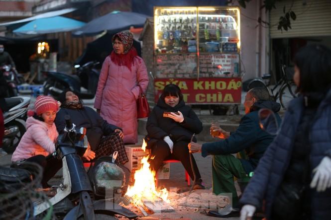 Cuộc sống đảo lộn của người lao động Thủ đô trong ngày lạnh nhất từ đầu mùa - ảnh 5
