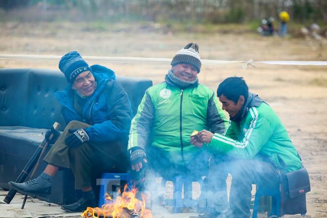 Cuộc sống đảo lộn của người lao động Thủ đô trong ngày lạnh nhất từ đầu mùa - ảnh 3