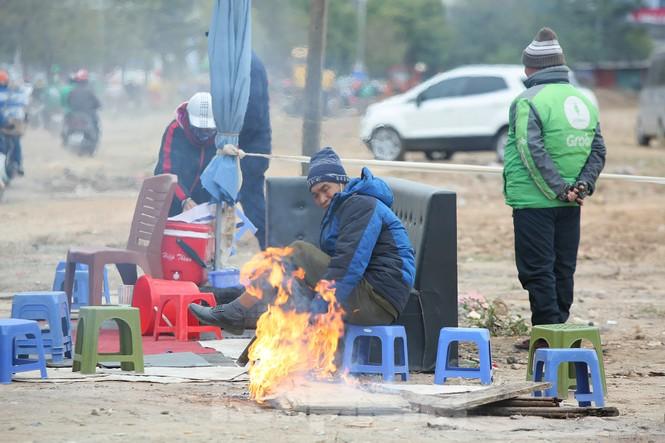 Cuộc sống đảo lộn của người lao động Thủ đô trong ngày lạnh nhất từ đầu mùa - ảnh 4