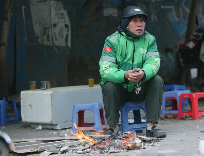 Cuộc sống đảo lộn của người lao động Thủ đô trong ngày lạnh nhất từ đầu mùa - ảnh 6