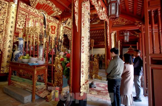 Nhiều người Hà Nội tranh thủ nghỉ trưa đi lễ 'Tứ trấn' ngày mùng 1 cuối cùng của năm - ảnh 15
