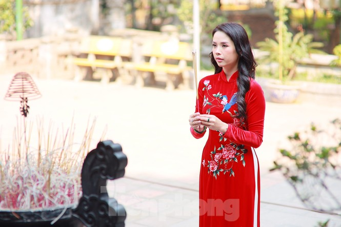 Nhiều người Hà Nội tranh thủ nghỉ trưa đi lễ 'Tứ trấn' ngày mùng 1 cuối cùng của năm - ảnh 8