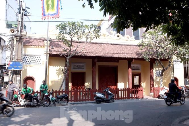 Nhiều người Hà Nội tranh thủ nghỉ trưa đi lễ 'Tứ trấn' ngày mùng 1 cuối cùng của năm - ảnh 10