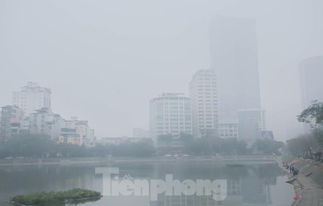 Hà Nội mờ ảo trong màn sương dầy đặc từ sáng đến chiều - ảnh 5