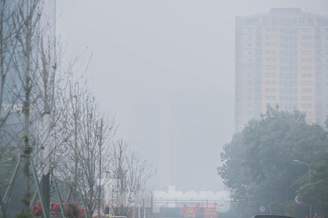 Hà Nội mờ ảo trong màn sương dầy đặc từ sáng đến chiều - ảnh 11
