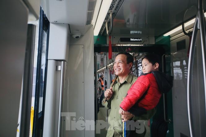 Có gì bên trong đoàn tàu metro Nhổn - ga Hà Nội? - ảnh 3