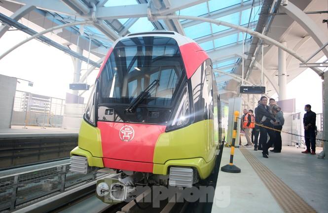 Có gì bên trong đoàn tàu metro Nhổn - ga Hà Nội? - ảnh 1