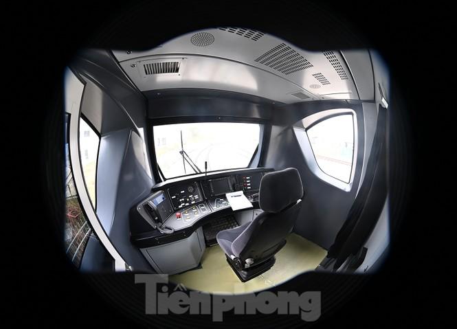 Nội thất hiện đại của tàu tuyến metro Nhổn - ga Hà Nội - ảnh 2