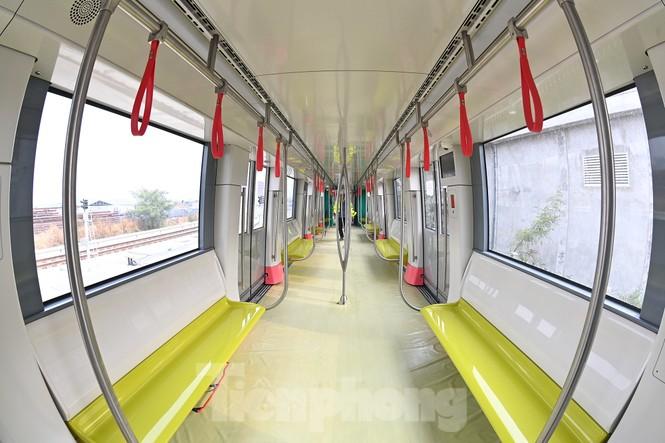Nội thất hiện đại của tàu tuyến metro Nhổn - ga Hà Nội - ảnh 8