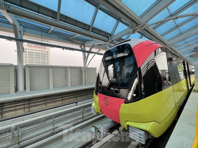 Nội thất hiện đại của tàu tuyến metro Nhổn - ga Hà Nội - ảnh 1