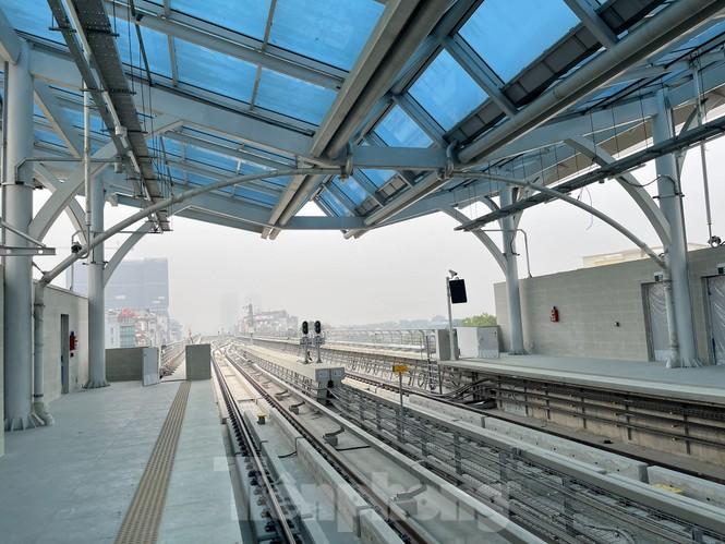 Nội thất hiện đại của tàu tuyến metro Nhổn - ga Hà Nội - ảnh 11