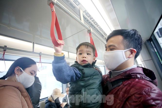 Có gì bên trong đoàn tàu metro Nhổn - ga Hà Nội? - ảnh 4