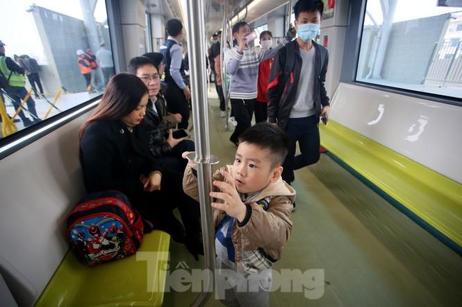 Có gì bên trong đoàn tàu metro Nhổn - ga Hà Nội? - ảnh 7