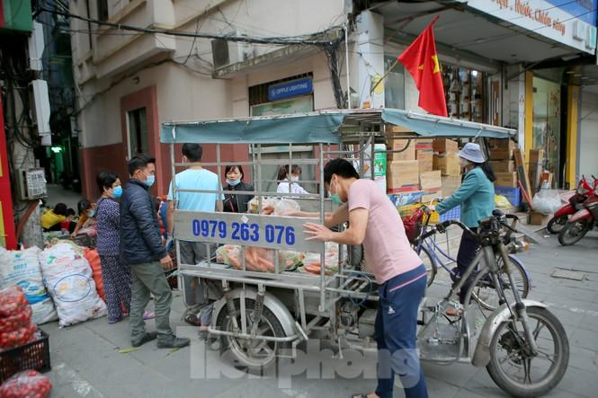 Nhóm tình nguyện giải cứu 30 tấn nông sản từ Hải Dương xuống phố Hà Nội - ảnh 1