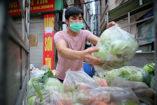 Nhóm tình nguyện giải cứu 30 tấn nông sản từ Hải Dương xuống phố Hà Nội - ảnh 11