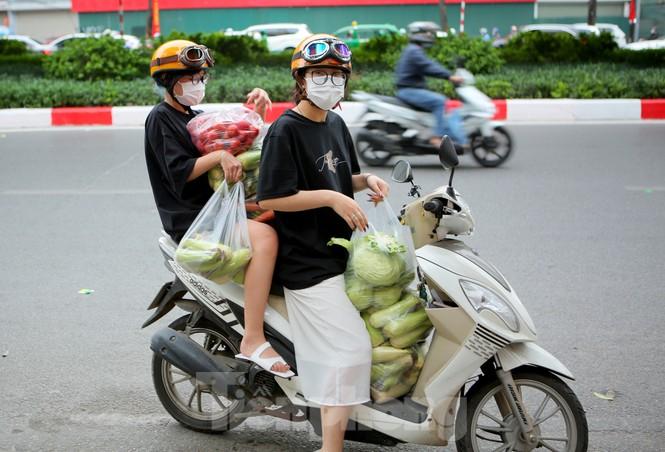 Nhóm tình nguyện giải cứu 30 tấn nông sản từ Hải Dương xuống phố Hà Nội - ảnh 12