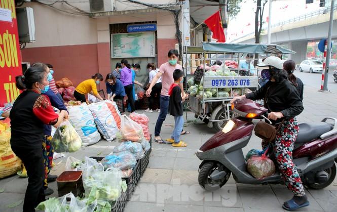 Nhóm tình nguyện giải cứu 30 tấn nông sản từ Hải Dương xuống phố Hà Nội - ảnh 9
