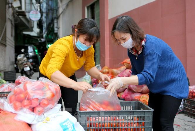 Nhóm tình nguyện giải cứu 30 tấn nông sản từ Hải Dương xuống phố Hà Nội - ảnh 4