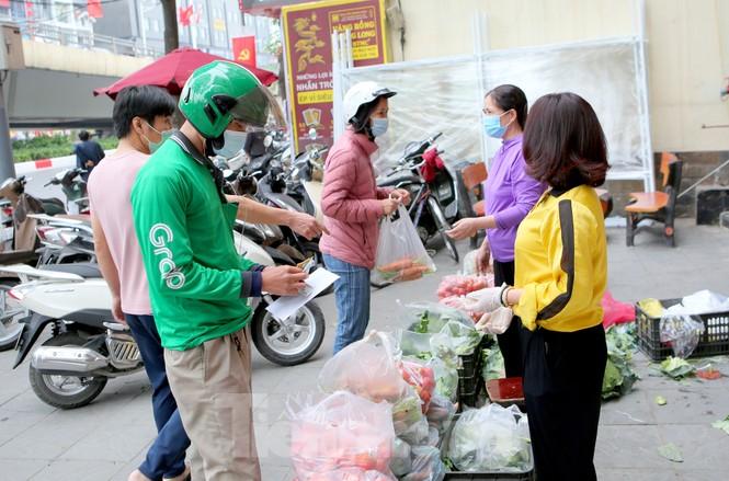 Nhóm tình nguyện giải cứu 30 tấn nông sản từ Hải Dương xuống phố Hà Nội - ảnh 3