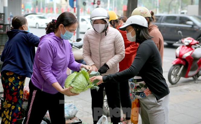 Nhóm tình nguyện giải cứu 30 tấn nông sản từ Hải Dương xuống phố Hà Nội - ảnh 5