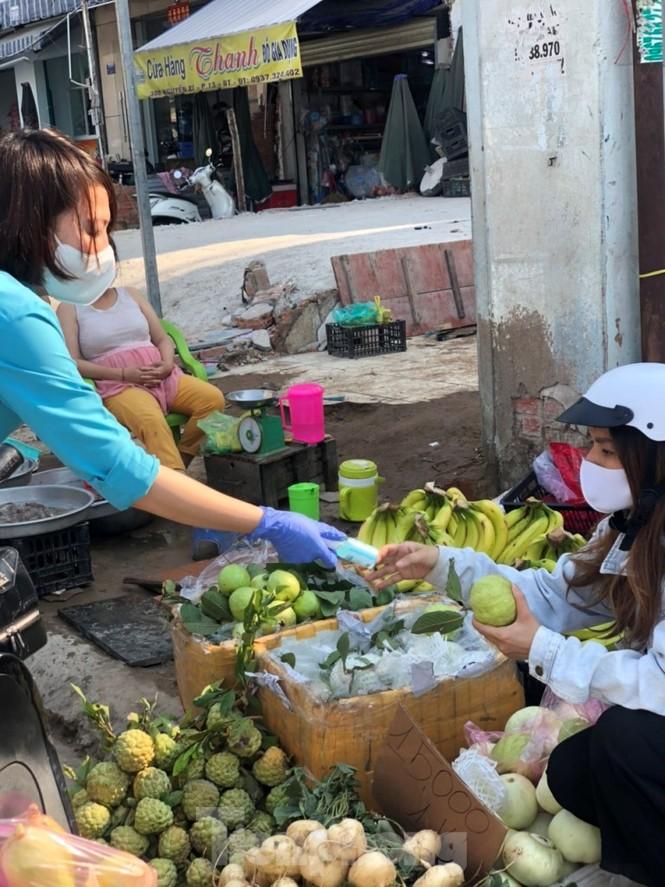 TiTiOne tặng hàng ngàn chai nước rửa tay miễn phí đến người dân - ảnh 12
