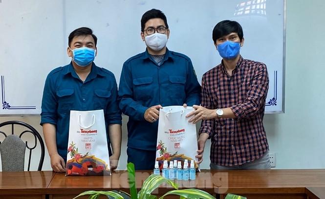 TiTiOne tặng hàng ngàn chai nước rửa tay miễn phí đến người dân - ảnh 5
