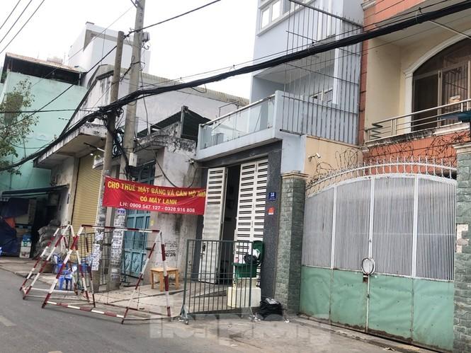 TPHCM: Phong tỏa, cách ly ngôi nhà người phụ nữ nhập cảnh 'chui' ở Q.Tân Phú - ảnh 1