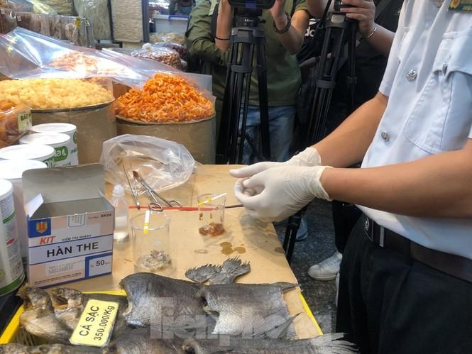 TPHCM: Ngành chức năng xét nghiệm tìm 'thực phẩm bẩn' tại chợ, siêu thị - ảnh 2