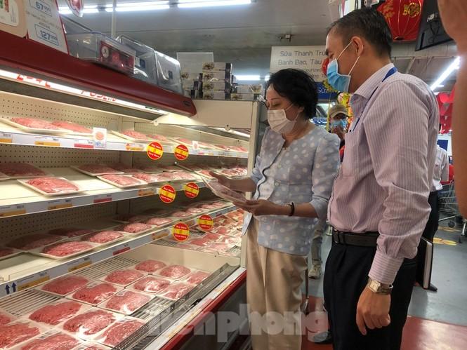 TPHCM: Ngành chức năng xét nghiệm tìm 'thực phẩm bẩn' tại chợ, siêu thị - ảnh 6