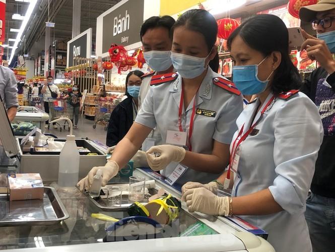 TPHCM: Ngành chức năng xét nghiệm tìm 'thực phẩm bẩn' tại chợ, siêu thị - ảnh 1