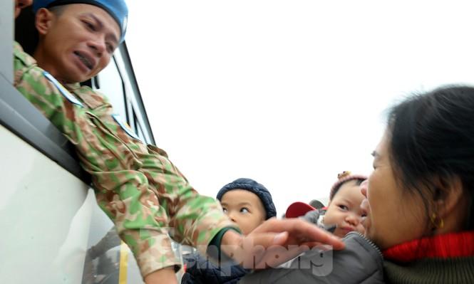 Nước mắt và nụ cười tiễn đoàn bác sĩ Bệnh viện dã chiến cấp 2.2 sang Nam Sudan - ảnh 16