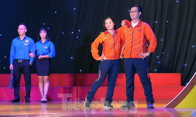 Hiện tượng 'siêu to khổng lồ', Táo quân lên sân khấu hội thi văn hóa công sở - ảnh 7