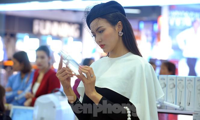 Hotgirl Việt khoe sắc cùng Hoa hậu Hàn Quốc  - ảnh 7
