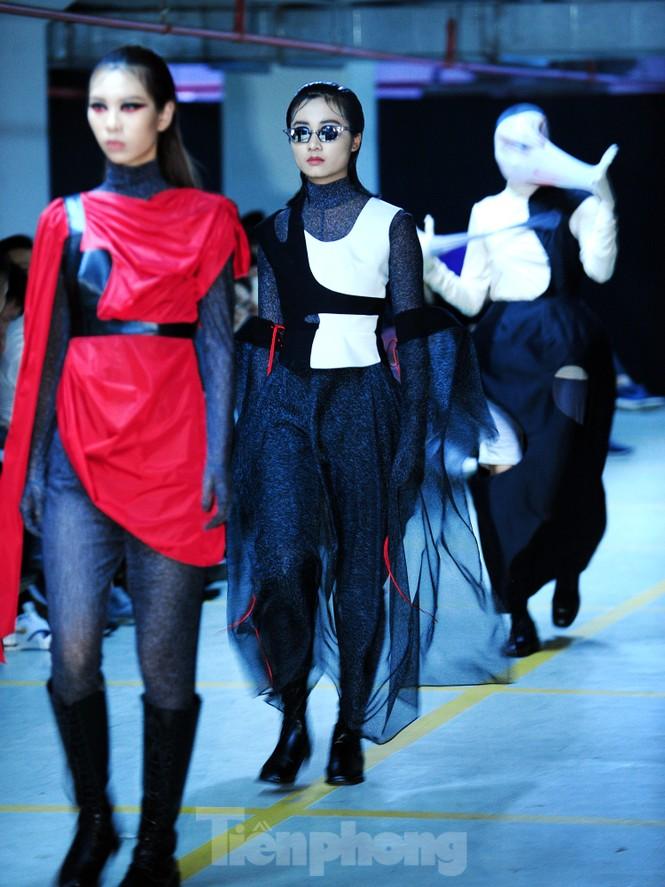 Sinh viên thiết kế thời trang phản ánh giao thông, môi trường - ảnh 15