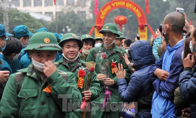 Phòng dịch bệnh, tân binh đeo khẩu trang lên đường nhập ngũ - ảnh 10