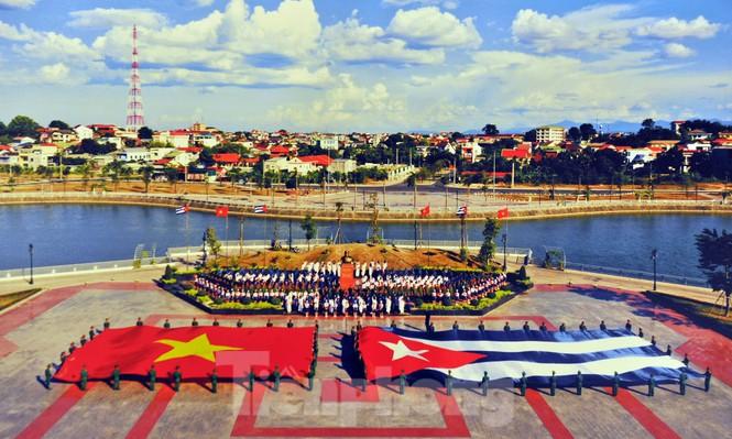 Kỷ niệm 60 năm thiết lập quan hệ ngoại giao Việt Nam - Cuba - ảnh 10