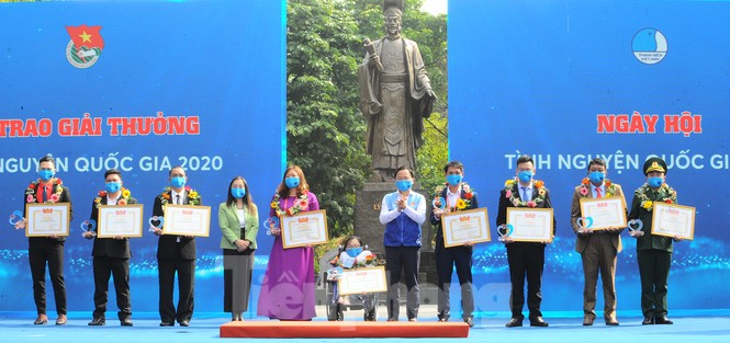 Chân dung 10 cá nhân nhận Giải thưởng Tình nguyện Quốc gia 2020 - ảnh 1