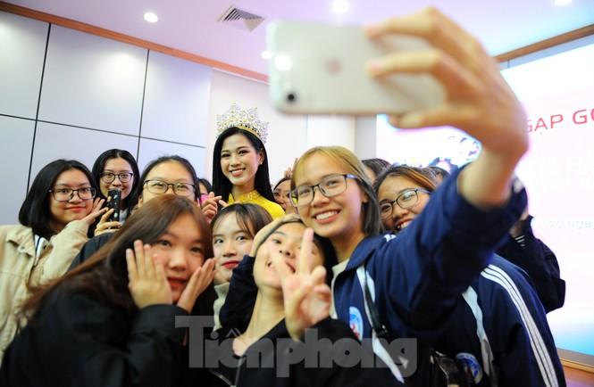 Hoa hậu Việt Nam 2020 Đỗ Thị Hà và lời hứa 'mời cả lớp đi du thuyền' - ảnh 10