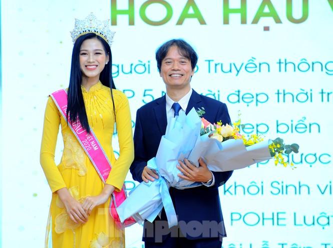 Hoa hậu Việt Nam 2020 Đỗ Thị Hà và lời hứa 'mời cả lớp đi du thuyền' - ảnh 1