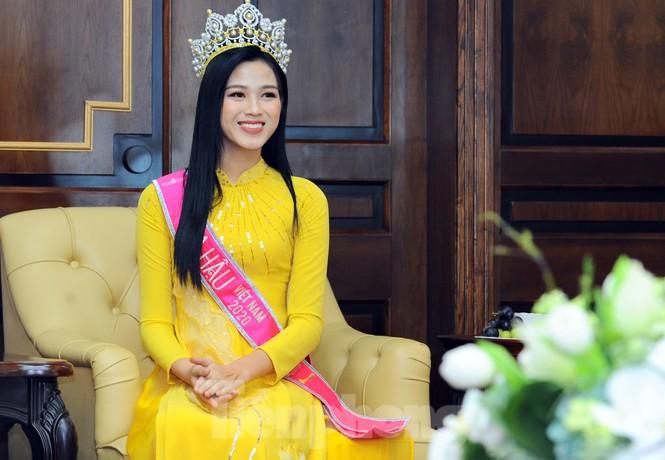 Hoa hậu Việt Nam Đỗ Thị Hà thi môn đầu tiên trong ngày trở lại trường - ảnh 3