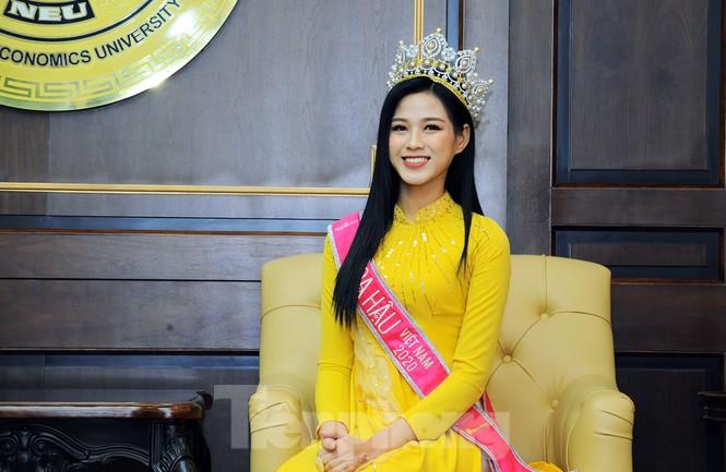 Hoa hậu Việt Nam Đỗ Thị Hà thi môn đầu tiên trong ngày trở lại trường - ảnh 2