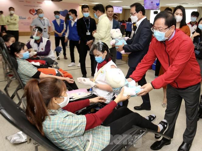 Samsung Thái Nguyên sôi động hiến máu hưởng ứng chương trình Chủ nhật Đỏ 2021 - ảnh 9