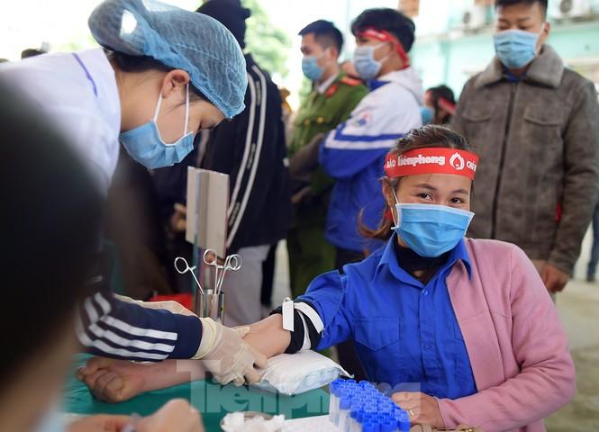 Tuổi trẻ Yên Bái xua tan giá rét, hiến máu cứu người - ảnh 12