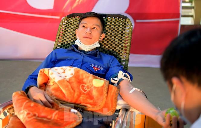 Tuổi trẻ Yên Bái xua tan giá rét, hiến máu cứu người - ảnh 13