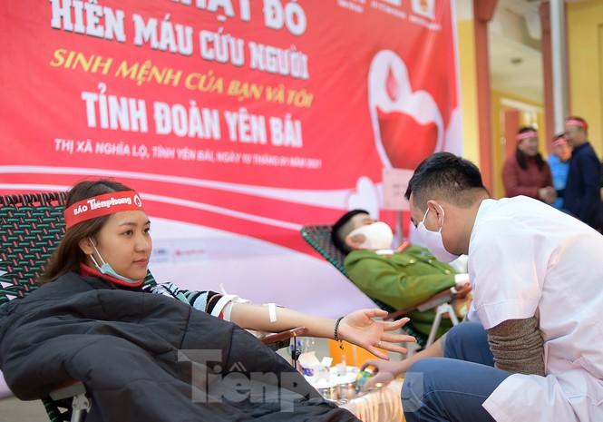 Tuổi trẻ Yên Bái xua tan giá rét, hiến máu cứu người - ảnh 14