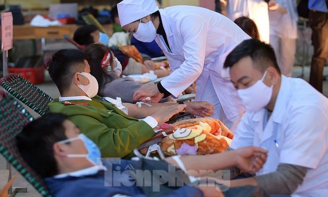 Tuổi trẻ Yên Bái xua tan giá rét, hiến máu cứu người - ảnh 17