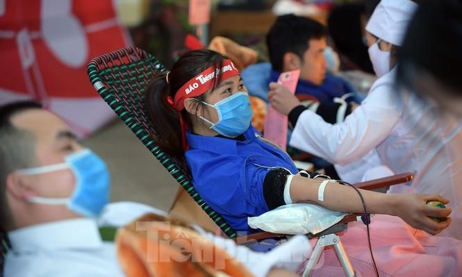 Tuổi trẻ Yên Bái xua tan giá rét, hiến máu cứu người - ảnh 18