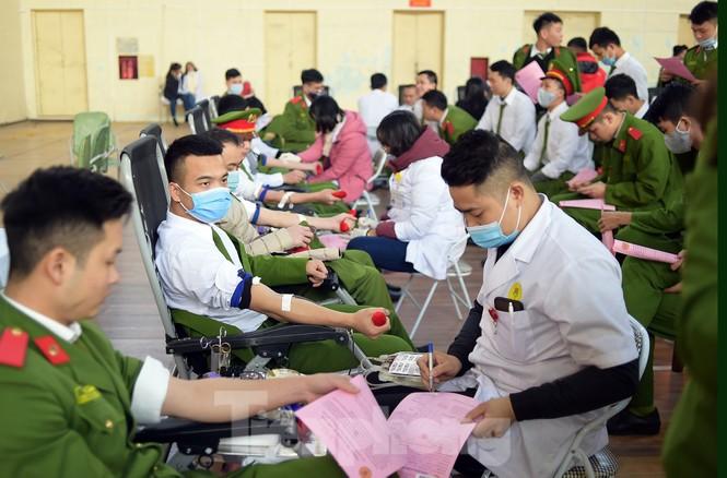 'Bóng hồng' Học viện Cảnh sát Nhân dân sẻ chia giọt hồng lan tỏa Chủ nhật Đỏ - ảnh 14